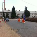 Fotografie parkoviště před břeclavským vlakovým nádražím